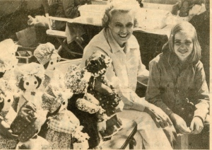 Sara and Liz Williams at that first Carrollton crafts show, 1975